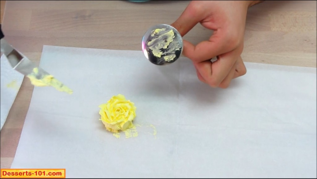 Clean flower nail and tapered spatule.